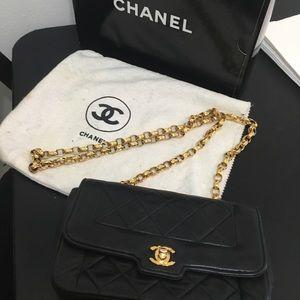 Chanel Vintage Bag Blk 1993 great condition w/box